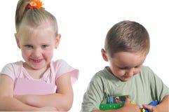 lycklig syster för broderfamilj Fotografering för Bildbyråer