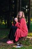 lycklig tagande kvinna för frukostskog Arkivbild