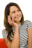 lycklig talande kvinna för mobiltelefon royaltyfria foton