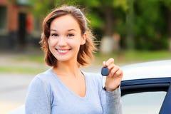 lycklig tangent för bilflicka Arkivbild