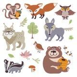Lycklig tecknad film och roliga wood djur i skogvektorsamling vektor illustrationer