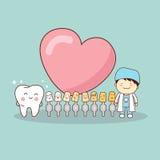 Lycklig tecknad filmtand och tandläkare Arkivfoton