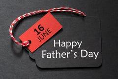 Lycklig text f?r dag f?r fader` s p? en svart etikett royaltyfri illustrationer
