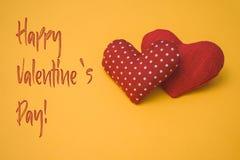 Lycklig text och hjärtor för dag för valentin` s Royaltyfria Bilder