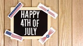 Lycklig 4th av Juli typografi över Wood bakgrund Fotobild Arkivbilder