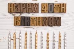 Lycklig 40th födelsedag som stavas i typuppsättning Arkivbild