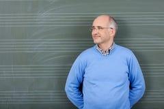 Lycklig tillfredsställd manlig lärare arkivfoton