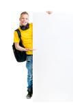 Lycklig tonåring som rymmer ett tomt baner isolerat på vit Arkivfoton