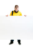 Lycklig tonåring som rymmer ett tomt baner isolerat på vit Arkivfoto