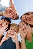 lycklig tonåringtonår för grupp Arkivfoto