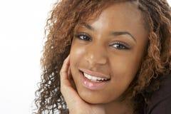 lycklig tonårs- ståendestudio för flicka Fotografering för Bildbyråer