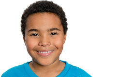 Lycklig turkisk afrikansk pojke som ser kameran arkivbild