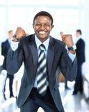 Lycklig ung afrikansk amerikanaffärsman Arkivfoto