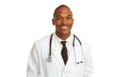Lycklig ung afrikansk amerikandoktor arkivfoto