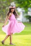 Lycklig ung asiatisk flicka arkivfoton