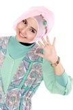 Lycklig ung asiatisk muslimkvinna i handling Royaltyfria Bilder