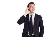 Lycklig ung Caucasian affärsman som rymmer en mobiltelefon Royaltyfria Bilder