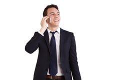 Lycklig ung Caucasian affärsman som rymmer en mobiltelefon Royaltyfri Foto