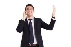 Lycklig ung Caucasian affärsman som rymmer en mobiltelefon Arkivfoton