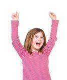 Lycklig ung flicka som skrattar med lyftta armar Arkivfoton