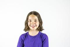 Lycklig ung flickastudiostående royaltyfri bild