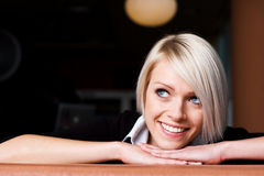 Lycklig ung kvinna Royaltyfria Foton
