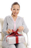 Lycklig ung kvinna med gåvaaskar royaltyfria bilder
