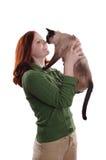 Lycklig ung kvinna med katten royaltyfria foton