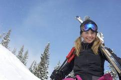 Lycklig ung kvinna med Ski And Poles Royaltyfria Bilder