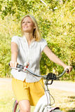 Lycklig ung kvinna på cykeln Royaltyfria Foton
