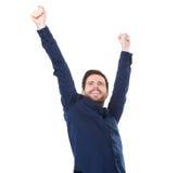 Lycklig ung man som ler med lyftta armar Arkivfoton