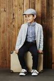 Lycklig ung pojke på fall Arkivfoton