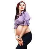 Lycklig ung rolig gravid kvinna Arkivfoton