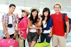 Lycklig ungdomar på semester Fotografering för Bildbyråer
