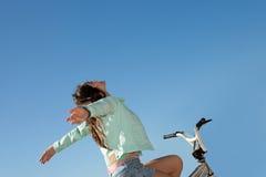 Lycklig unge för sommarfrihet Fotografering för Bildbyråer
