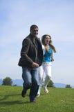 lycklig utomhus- running för par Royaltyfri Fotografi