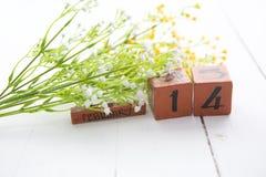 Lycklig Valentine Day wood kalender för Februari 14 Arkivfoton