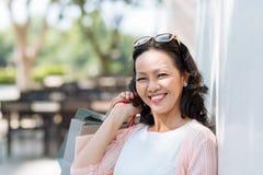 Lycklig vietnamesisk kvinna royaltyfria bilder