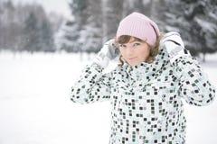 lycklig vinter för flicka Arkivbild