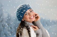 Lycklig vinter med snow arkivfoto