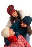 lycklig vinter tre för vänner arkivfoto