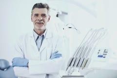 Lycklig vit doktor arkivbilder