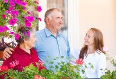 Lyckliga åldringpar Fotografering för Bildbyråer