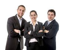 Lyckliga affärsarbetare med deras korsade armar Arkivfoton