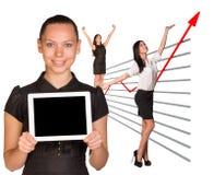 Lyckliga affärskvinnor och grafiskt diagram arkivbild