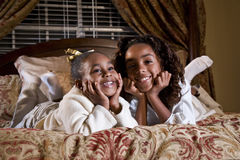 lyckliga afrikansk amerikanflickor Royaltyfria Foton