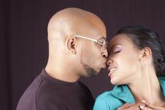 Lyckliga afrikansk amerikanpar Arkivfoton