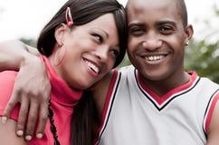 lyckliga afrikanska par Arkivfoto