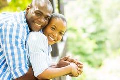 Lyckliga afrikanska par Royaltyfria Bilder