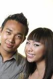 lyckliga asiatiska par arkivbild